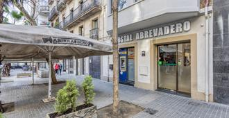 Hostal Abrevadero - Barcelona - Hotel entrance