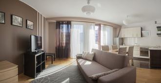 Apartments Zatoka Gorny Sopot by Renters - Sopot - Living room