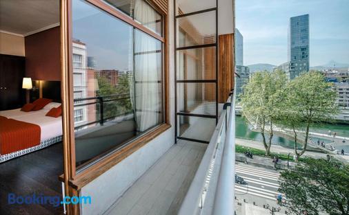 Hotel Conde Duque Bilbao - Bilbao - Balcony