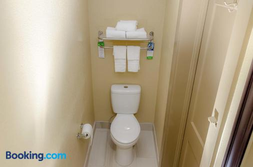 Relax Inn - Bryson City - Bathroom