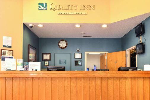 Quality Inn - Cherokee - Front desk