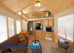 Catherine's Landing RV Resort - Hot Springs - Wohnzimmer