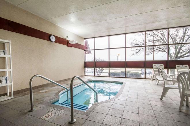凱富麥迪遜套房酒店 - 機場 - 麥迪遜 - 麥迪遜(威斯康星州) - 游泳池