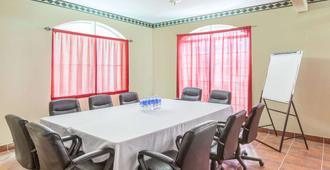Ramada by Wyndham Williams/Grand Canyon Area - Williams - Meeting room