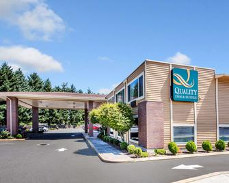 Quality Inn and Suites Vancouver north - Vancouver - Rakennus