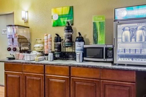 Quality Inn and Suites Vancouver north - Vancouver - Buffet