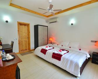 Athiri Inn - Ukulhas - Bedroom
