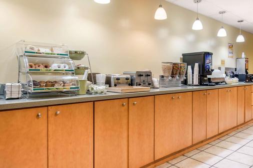 Quality Inn at Bangor Mall - Bangor - Buffet