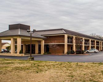 Quality Inn Kinston Hwy 70 - Kinston - Building