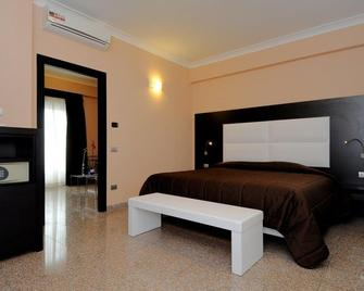 Hotel Euro House Rome Airport - Fiumicino - Bedroom