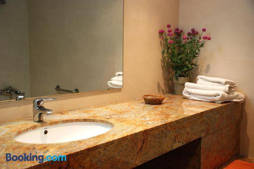 Hotel Pinxo - Girona - Bathroom