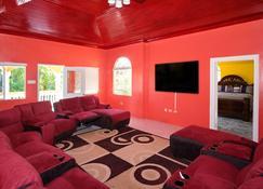 The Palms At Oracabessa Luxury Vacation Rental Fully Staffed - Oracabessa - Living room