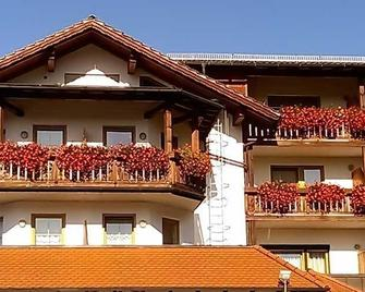Hotel Pension zur Linde - Lohberg - Building