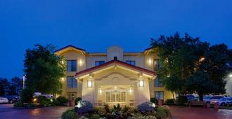 La Quinta Inn by Wyndham Pittsburgh Airport - Moon - Edificio