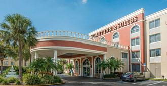 Quality Inn & Suites Near The Theme Parks - Orlando - Edificio