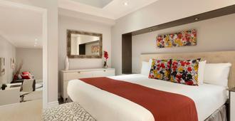 Travelodge by Wyndham Hotel & Convention Centre Quebec City - קוויבק סיטי - חדר שינה