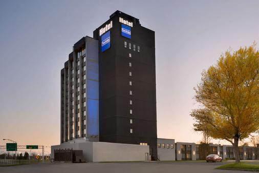 Travelodge by Wyndham Hotel & Convention Centre Quebec City - Québec City - Building