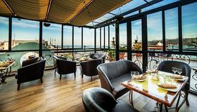 The Admiral Hotel - באטומי - שירותי מקום האירוח