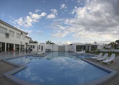Terranova Suites - Santa Cruz - Basen