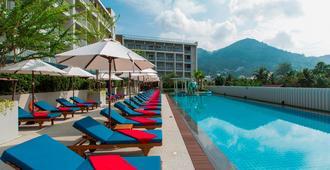 Ramada By Wyndham Phuket Deevana Patong - Sha Plus Certified - פאטונג - בריכה