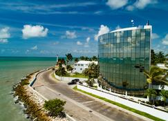 Radisson Fort George Hotel and Marina - Belize City - Building