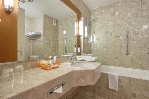 Best Western Paris CDG Airport - Roissy-en-France - Bathroom