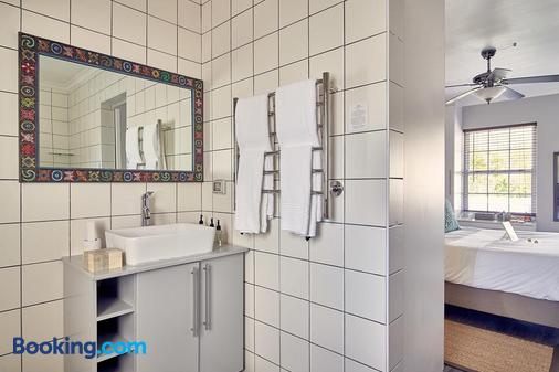 The Corner House Guest House - Franschhoek - Bathroom
