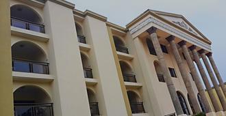 M Plaza Hotel - Accra