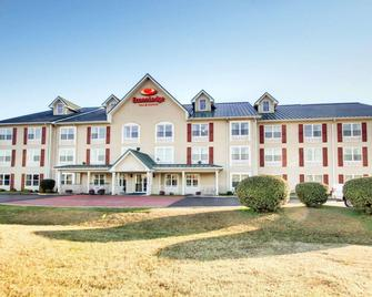 Econo Lodge Inn & Suites - Flowood - Building