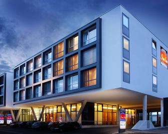 Star Inn Hotel Salzburg Airport-Messe, By Comfort - Зальцбург - Здание