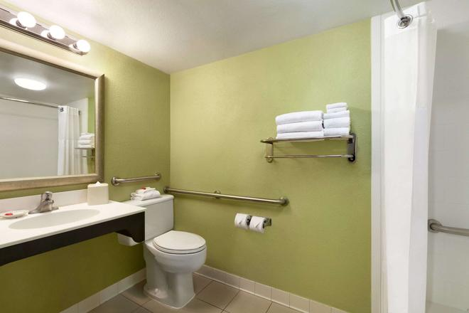 Days Inn by Wyndham Baltimore Inner Harbor - Baltimora - Bagno