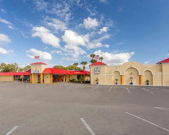 Howard Johnson by Wyndham Lakeland - Lakeland - Building