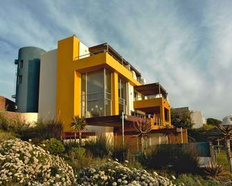 Crayfish Lodge Sea & Country Guest House - De Kelders - Building