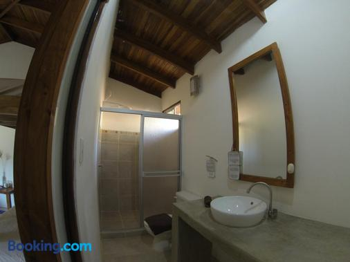 Indra Inn - Playa Grande - Bathroom