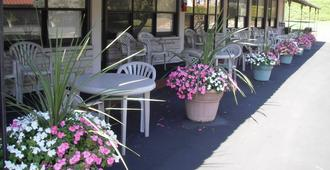 Capricorn Motel Royale 1000 Islands - Lansdowne - Patio