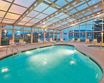 La Quinta Inn & Suites by Wyndham Mansfield OH - Mansfield - Pool