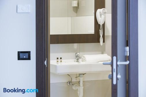 B&B Hotel Trieste - Trieste - Phòng tắm
