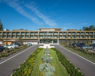 Deltapark Vitalresort - Spiez - Building