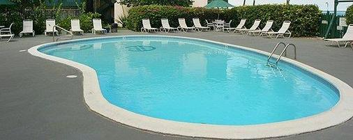 Colony Cove Beach Resort - Christiansted - Pool