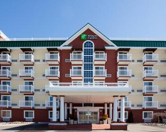 Holiday Inn Express & Suites Petoskey - Petoskey - Building