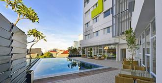 Whiz Prime Hotel Hasanuddin Makassar - Makassar - Pool