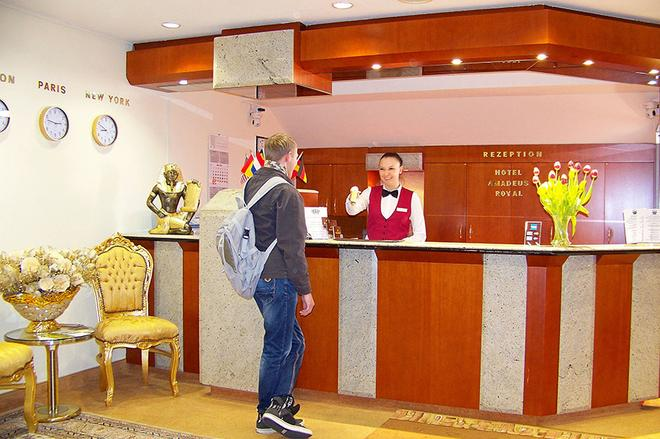 Hotel Amadeus Royal Berlin - Berlin - Front desk