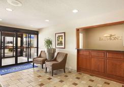 Baymont by Wyndham Sioux Falls Near West 41st Street - Sioux Falls - Lobby