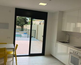 Ginosi Eccentric Apartel - Castelldefels - Habitación