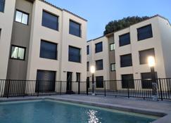 Ginosi Eccentric Apartel - Castelldefels - Building