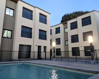Ginosi Eccentric Apartel - Castelldefels - Gebouw