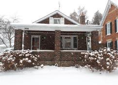 Susan's Sanctuary Bed & Breakfast - Bowmanville - Building