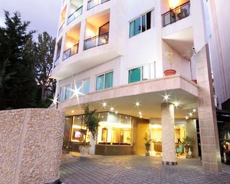 Bayinn Hotel - Jounieh - Building