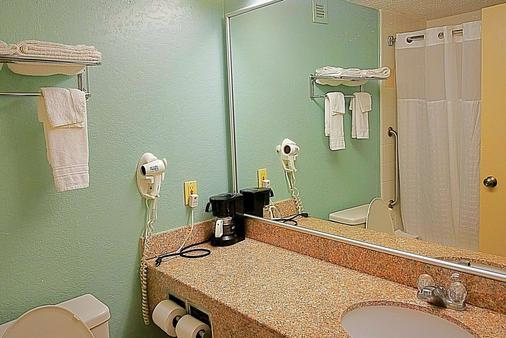 Knights Inn & Suites Near University of Richmond - Richmond - Bad