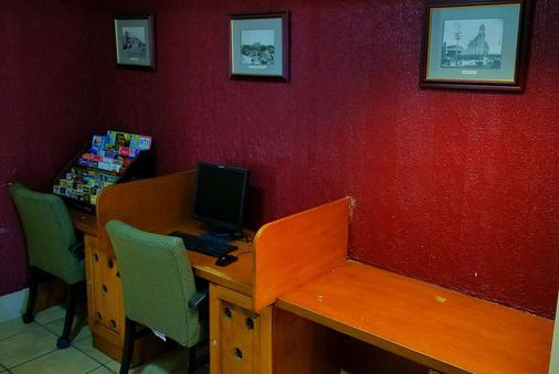 Knights Inn & Suites Near University of Richmond - Richmond - Business Center